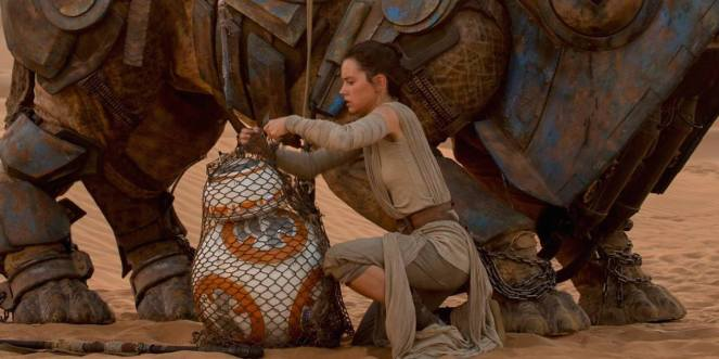 star-wars-force-awakens-rey-bb8-daisy-ridley1